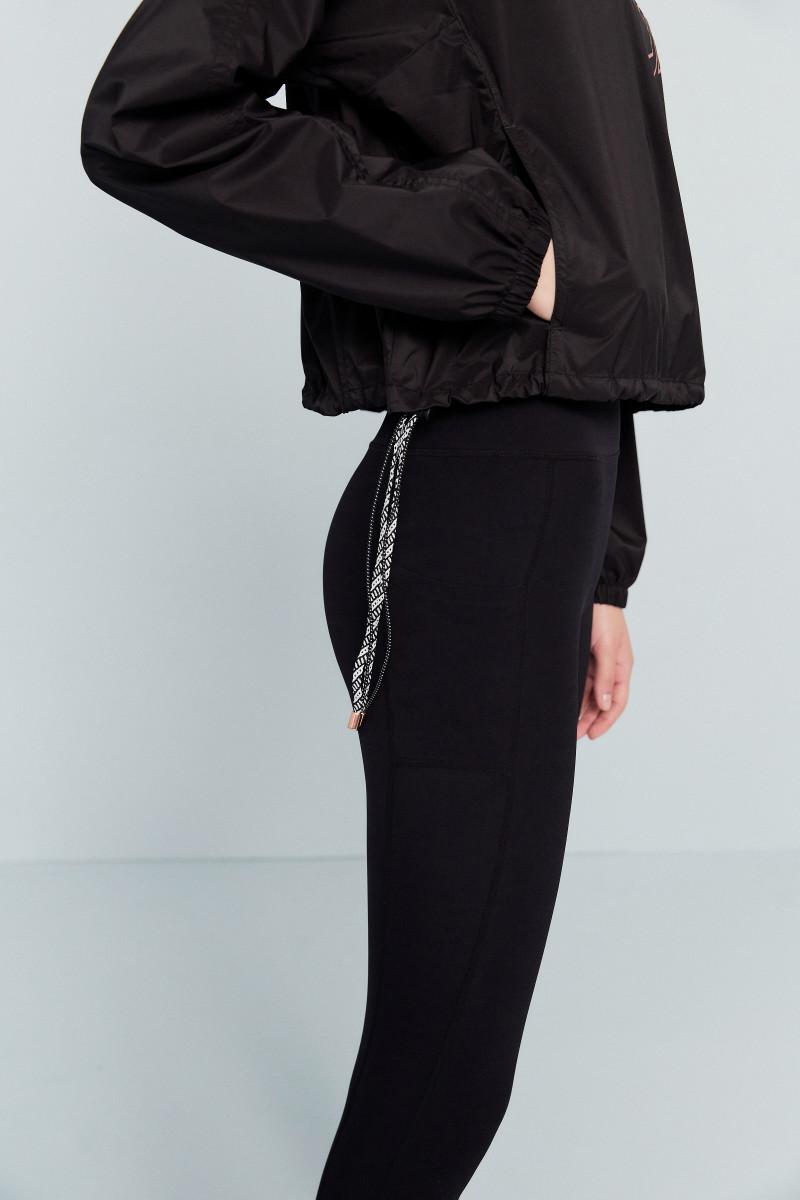 질스튜어트 스포츠 뉴욕(JILLSTUART SPORT NEWYORK) [Wonder Breaker Anorak T-shirt] 블랙 로고프린트 여자 아노락 JFTS0C532BK